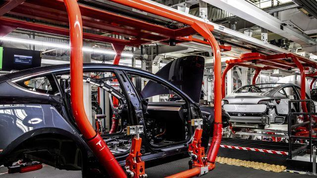 FILE — Tesla's factory in Fremont, Calif., June 14, 2018. Elon Musk's tweeted offer to take Tesla private will surely go down as one of the most unorthodox takeover bids ever, James Stewart writes. (Christie Hemm Klok/The New York Times)