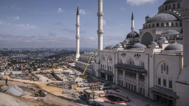 **EMBARGO: No electronic distribution, Web posting or street sales before WEDNESDAY 3:00 a.m. ET SEPT. 12, 2018. No exceptions for any reasons. EMBARGO set by source.** FILE — The largest mosque in Asia, a personal project of President Recep Tayyip Erdogan, rises in Istanbul, June 10, 2018. The on-again, off-again love affair between investors and high-growth, developing economies is decidedly off again. It was bound to happen sooner or later. (Sergey Ponomarev/The New York Times)