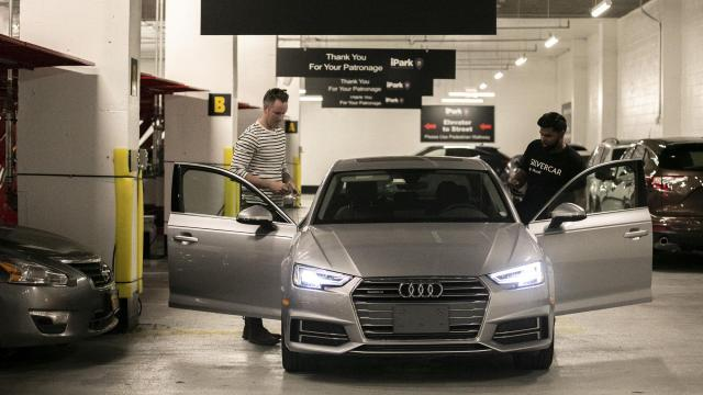 A customer, left, returns a car to a concierge for Silvercar by Audi in New York, Oct. 31, 2018. The drop-off services from Silvercar by Audi, among other rental agencies, were a response to customer complaints that the return process was too long, causing some to miss their flights. (Jeenah Moon/The New York Times)