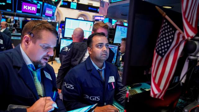 Dow climbs as investors hold out hope for rate cuts