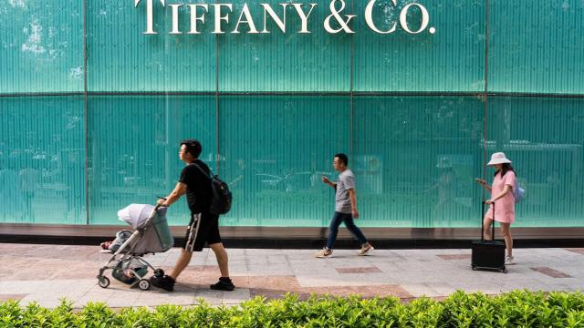 Louis Vuitton owner offers to buy jewelry icon Tiffany & Co