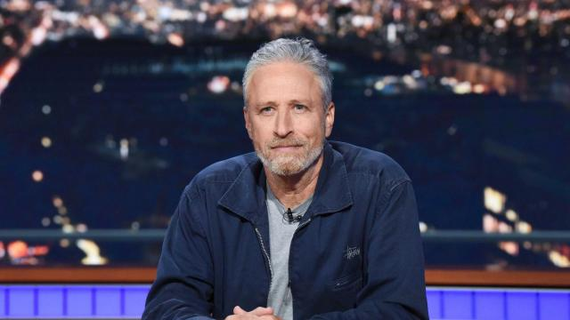 Jon Stewart joins Twitter and defends the Redditors