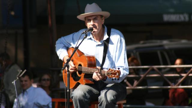 James Taylor performed a free concert in Raleigh Tuesday in support of presidential candidate Barack Obama.