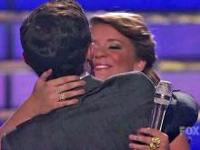 Scotty, Lauren share smooch on 'Idol'