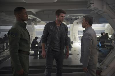 "Fighter pilots Dylan Hiller (Jessie Usher, left) and Jake Morrison (Liam Hemsworth) have contrasting reactions to orders from a superior in ""Independence Day: Resurgence."" (Deseret Photo)"