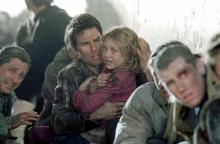 "Tom Cruise, left center, and Dakota Fanning in ""War of the Worlds."" (Deseret Photo)"