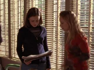 Alexis Bledel and Liza Weil in Gilmore Girls (2000) (Deseret Photo)