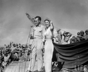 "Bob Hope and Frances Langford on a 1940s USO tour, part of the PBS documentary special ""USO: For the Troops,"" now on DVD. (Deseret Photo)"