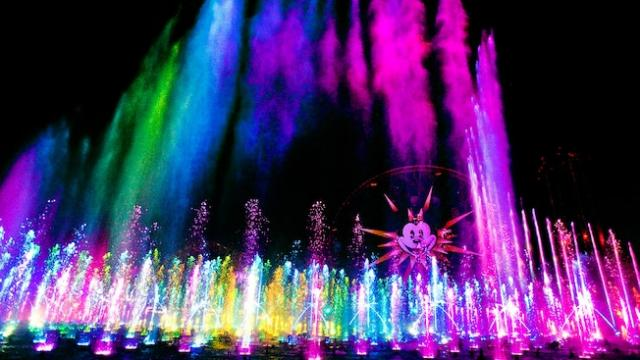 "Disneyland's California Adventure Park's water and light show ""World of Color"" is one of the most popular attractions at Disneyland. The Los Angels Times offers tips on how best to avoid long wait times and obtain tickets for these beloved attractions. (Deseret Photo)"