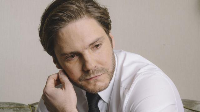 """PHOTO MOVED IN ADVANCE AND NOT FOR USE - ONLINE OR IN PRINT - BEFORE JAN. 7, 2017. — Daniel Bruhl, who plays a prickly psychologist in """"The Alienist,"""" in Beverly Hills, Calif., Dec. 5, 2017. Nearly 24 years after it was published, the historical thriller is appearing onscreen, as a TNT series beginning Jan. 22. (Elizabeth Weinberg/The New York Times)"""