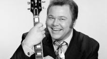IMAGE: Roy Clark, 'Hee Haw' host, dies at 85