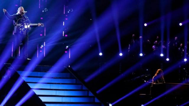 The top 13 artists preformed live to maintain their spot on the show.