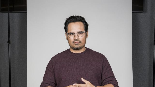 """-- PHOTO MOVED IN ADVANCE AND NOT FOR USE - ONLINE OR IN PRINT - BEFORE DEC. 2, 2018. -- Michael Peña at the Netflix offices in Los Angeles, Oct. 3, 2018. Peña stars in the Netflix series """"Narcos: Mexico,"""" and he will also star in the film """"The Mule"""" along with Clint Eastwood. (Emily Berl/The New York Times)"""