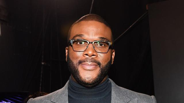 Tyler Perry pays off more than $430,000 in layaways ahead of Christmas
