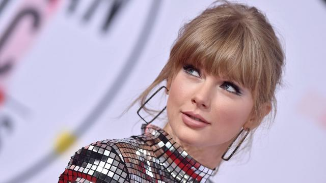 Taylor Swift attends the 2018 American Music Awards at Microsoft Theater on October 9, 2018 in Los Angeles, California.  CREDIT: Axelle/Bauer-Griffin/FilmMagic/Getty Images (See caption)