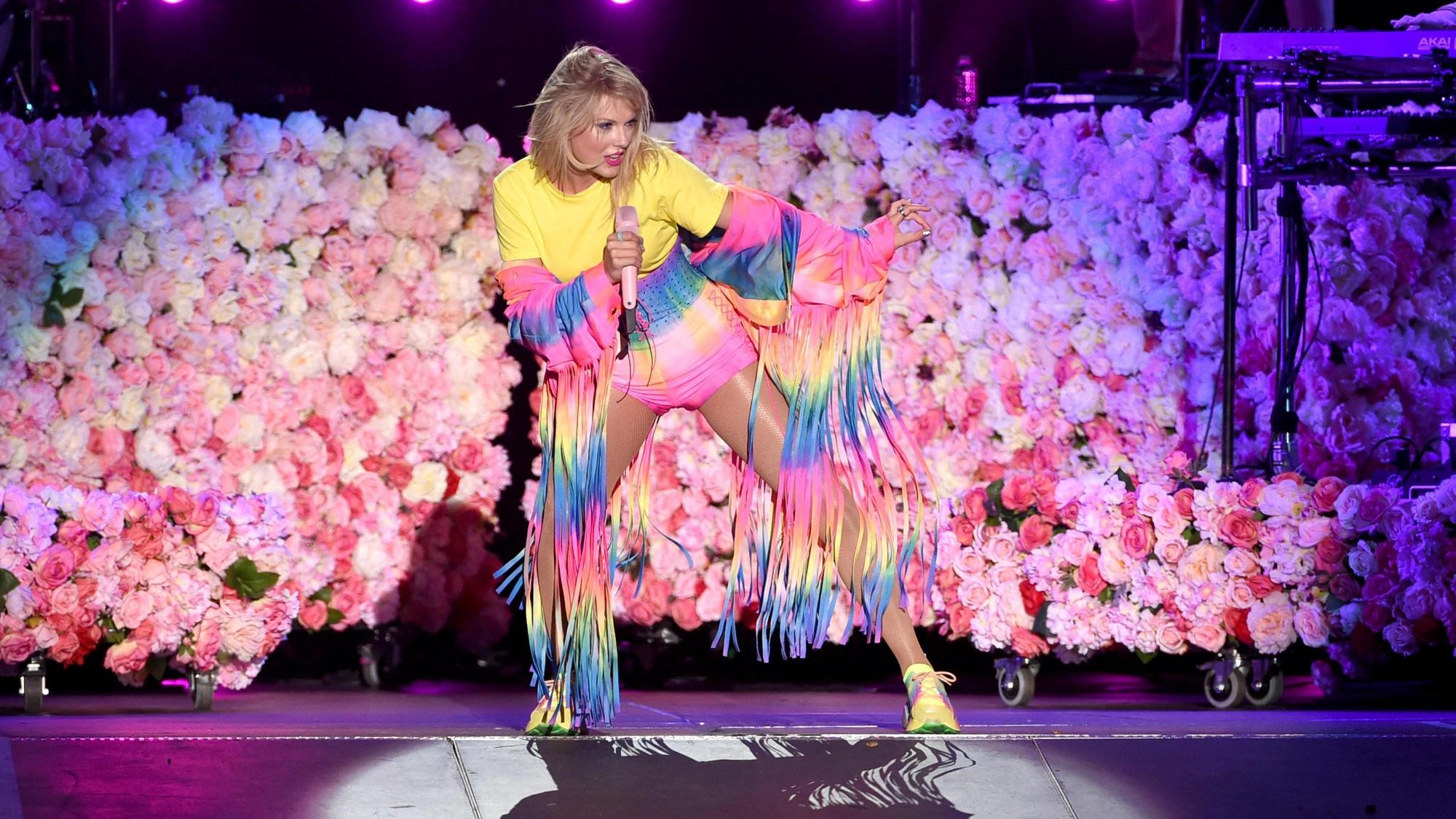 Post Surgery Taylor Swift Nearly Has Meltdown Over A Banana In Video Her Mom Recorded Wral Com
