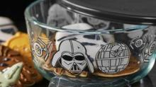 IMAGE: You Can Buy A Star Wars-themed Pyrex Set