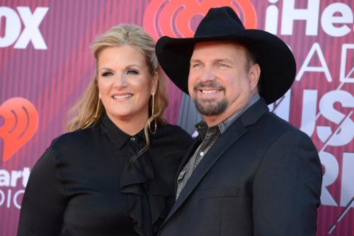 Garth Brooks And Trisha Yearwood Are Putting On A Live Holiday Concert You Can Watch At Home (Simplemost Photo)