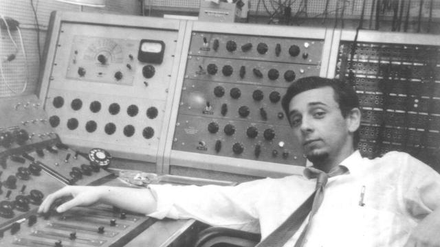 Grammy-winning producer and convicted murderer Phil Spector dies