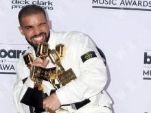 Drake leads Billboard Music Awards