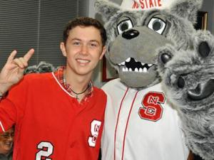 Scotty McCreery and Mr. Wuf (Image from GoPack.com)