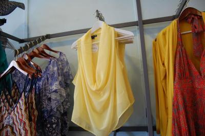 Flaunt boutique offers women's clothing, shoes and jewelry.