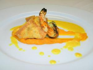 Course 1: Bacon & Shrimp Dumpling with Grilled Shrimp, Sweet Potato Puree & Coconut Curry (Photo by Judy Royal)