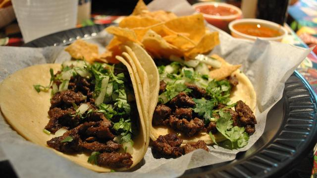 Spicy carne asada morsels with cilantro and onions
