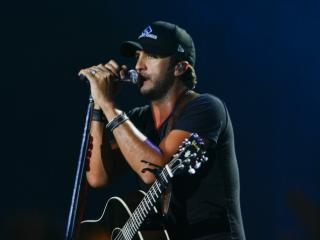 Luke Bryan performs live at Time Warner Cable Music Pavilion at Walnut Creek Saturday night for Luke Bryan's Dirt Road Diaries tour (photo by Wes Hight).