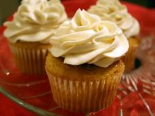 A snickerdoodle cupcake from Sweet Traditions by LeAne. (Image from Sweet Traditions)