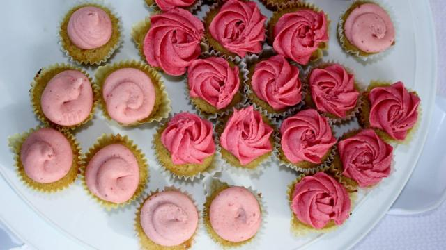 Adas Cupcakes Orange Cake With Strawberry And Raspberry Icings