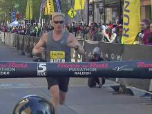Raw: Marathon winners cross finish line