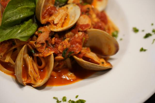 Linguini alla Vongole Long Island middle neck clams, sautéed in a garlic white wine sauce or fresh marinara