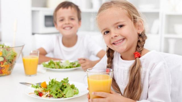As parents, you want the best for your kids, you want them to grow up happy and healthy. One way to help them is by encouraging them to nourish their bodies to promote growth and healthful habits. Here are 10 eating tips to do just that. (Deseret Photo)