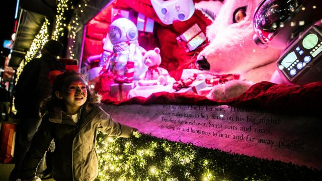 """A girl watches the """"Believe in the Wonder of Giving"""" display at Macy's in Manhattan, Nov. 16, 2018. In a queasy year for retail, the department-store holiday extravaganza gleams on. (Jeenah Moon/The New York Times)"""