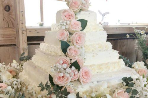 This Gorgeous DIY Costco Wedding Cake Only Cost $50 To Create (Simplemost Photo)