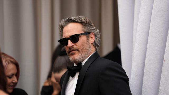 """Joaquin Phoenix, nominated for best actor in a leading role for """"Joker,"""" arrives before the 92nd Academy Awards in Los Angeles, Feb. 9, 2020. (Calla Kessler/The New York Times)"""