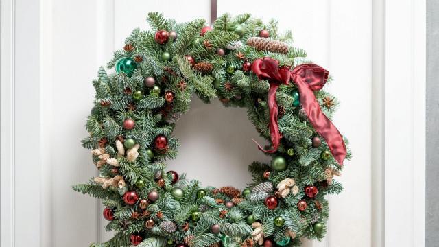 Best wreath hanger 2020 (Don't Waste your Money Photo)