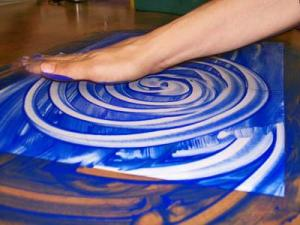 Timothy Downs creates a swirl through finger-painting.