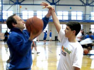 The BounceBack Kids program teaches basketball tricks and basic skills that don't require a commitment to practices or schedules, takes into consideration that the children might tire quickly and dioesn't rely on them being athletes before becoming sick.