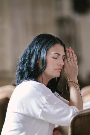 God knows and understands the exquisite pain of a broken heart. Below are 7 things God wants you to remember when your heart is breaking. (Deseret Photo)