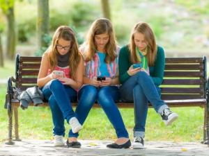 How to set up your child for first-time cellphone success