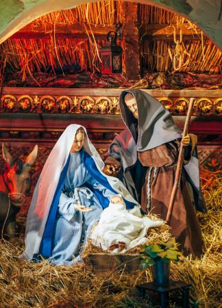 Sometimes the real reason for the season gets lost in the rush of Christmas; here are some ways to take time to slow down and put Christ as the focus of your holiday season. (Deseret Photo)