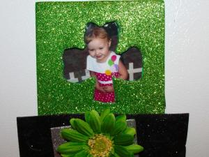 Try your hand at this cute Leprechaun hat picture frame.