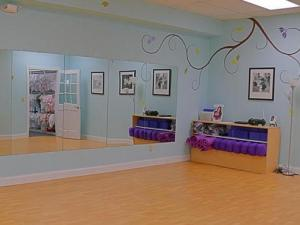 Play groups at Smart Momma are held in this room.