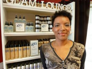 Mari Taylor, Go Ask Mom's Mom of Teens blogger, after her makeover with Glam Lounge.