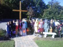 "Amanda Lamb's younger daughter's youth group went ""reverse trick-or-treating,"" dressing up and giving candy to residents of a nursing home."