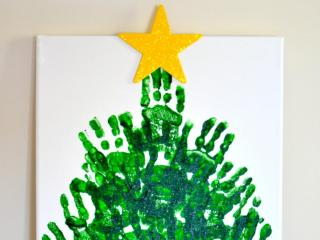 Genny Upton of In Lieu of Preschool shares these easy and inexpensive Christmas tree craft.