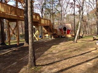 Tree house at Three Bears Acres
