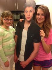 """Amanda Lamb's daughters with """"Justin Bieber"""""""